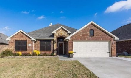 4 bed 2 bath gorgeous home located in Greenville