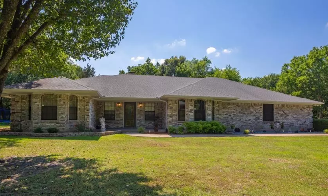 4 bed 3 bath home on 2 acres in Lone Oak ISD district