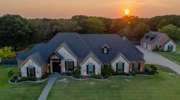 Four bedroom estate for sale in Greenville, Texas || $529,990