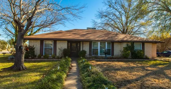 Three bedroom home for sale in Greenville, Texas || $210,000