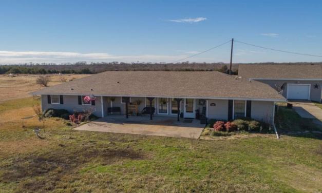 Five bedroom home for sale in Caddo Mills, Texas || $284,900