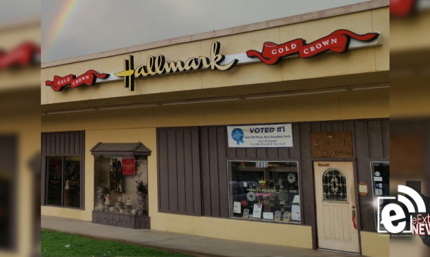 Local Hallmark gift shop closing after 47 years || Jan's Hallmark Shop